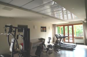 The fitness center and/or fitness facilities at Best Quality Hotel La Darsena