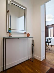 A bathroom at Le Boudoir 137