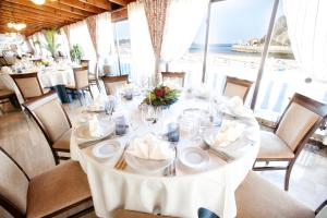 A restaurant or other place to eat at Gran Hotel del Sella