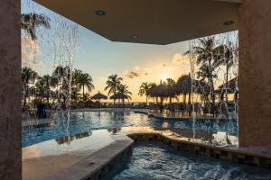 The swimming pool at or near Playa Linda Beach Resort