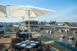 A restaurant or other place to eat at INNSiDE by Meliá Aachen