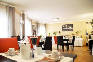 A restaurant or other place to eat at Park Ambiente Friedberg
