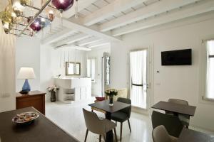 Uma área de estar em Chiara - Lodge