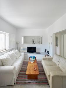 A seating area at Casa de Baixo