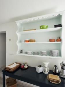 A kitchen or kitchenette at Casa de Baixo