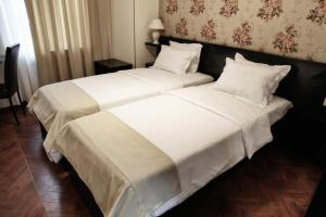 A bed or beds in a room at Hotel Four Brothers