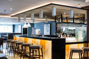 The lounge or bar area at AC Hotel by Marriott Birmingham
