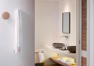 A bathroom at Bill & Coo Coast Suites -The Leading Hotels of the World