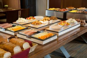 Breakfast options available to guests at Banff Aspen Lodge