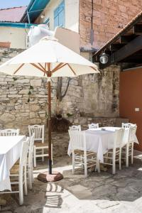 A restaurant or other place to eat at Stou Kir Yianni