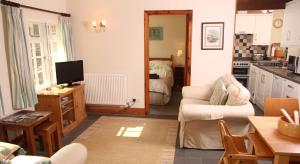 A seating area at Budleigh Farm Cottages