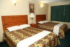 A bed or beds in a room at JFK Inn