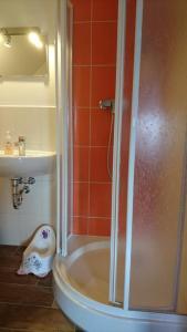 Ein Badezimmer in der Unterkunft Heidebistro