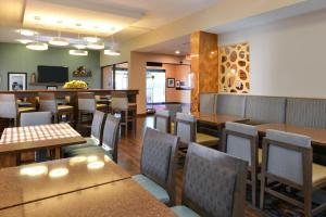 A restaurant or other place to eat at Hampton Inn Closest to Universal Orlando