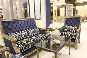 A seating area at Ramz Al Fakhamah