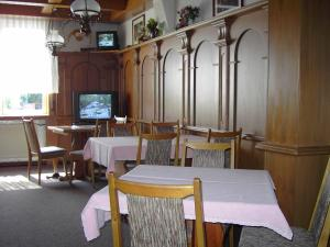 A restaurant or other place to eat at Hessisches Haus