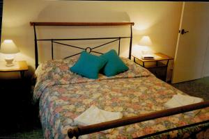 A bed or beds in a room at Anoyster on the Beach Sawtell