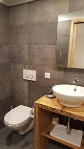 A bathroom at Hotel Du Clocher