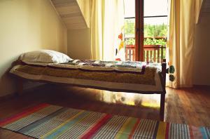 Łóżko lub łóżka w pokoju w obiekcie Pensjonat Wigierski