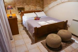 Ein Bett oder Betten in einem Zimmer der Unterkunft Omodos Village Houses