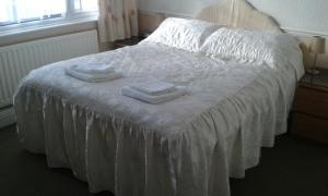 A bed or beds in a room at Gilesgate Moor Hotel