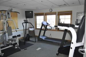 The fitness center and/or fitness facilities at Rocklin Park Hotel
