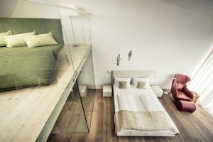 Ein Bett oder Betten in einem Zimmer der Unterkunft MALAT Weingut und Hotel