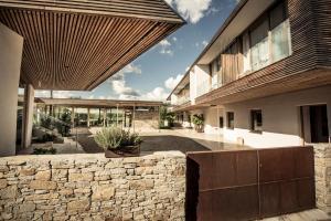 Ein Balkon oder eine Terrasse in der Unterkunft MALAT Weingut und Hotel