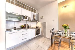Een keuken of kitchenette bij Ostrovni 7 Apartments