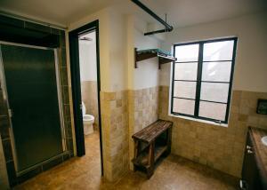 A bathroom at Firehouse Hostel