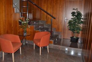 A seating area at Hotel Jarama