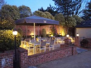 A restaurant or other place to eat at Linden House Stansted