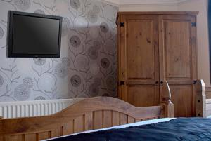 A bed or beds in a room at George & Dragon