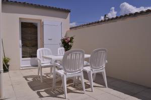 A balcony or terrace at Villa Sereine