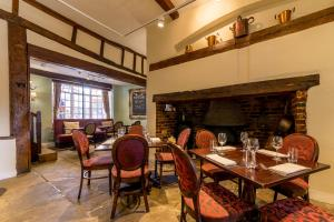 A restaurant or other place to eat at The White Hart Hotel