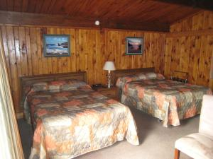 A bed or beds in a room at The Cove Motel