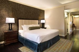 A bed or beds in a room at The Whitehall Houston