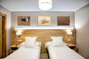 A bed or beds in a room at Hotel Meve