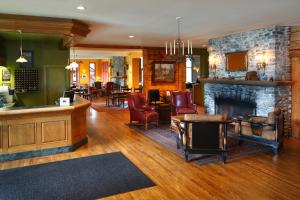 The lobby or reception area at Emerald Lake Lodge