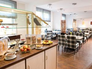 A restaurant or other place to eat at ACHAT Hotel Frankfurt Airport