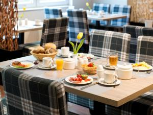 Breakfast options available to guests at ACHAT Hotel Frankfurt Airport
