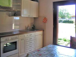 Küche/Küchenzeile in der Unterkunft Ferienwohnung Tina