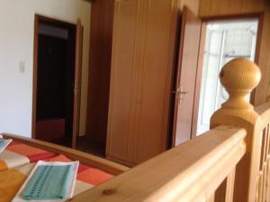 Ein Etagenbett oder Etagenbetten in einem Zimmer der Unterkunft Landhotel Zum Rautenkranz