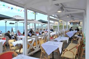Restaurant ou autre lieu de restauration dans l'établissement Hotel Le Rayon Vert