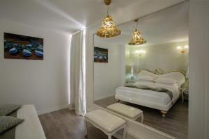 A room at Athens Diamond Plus