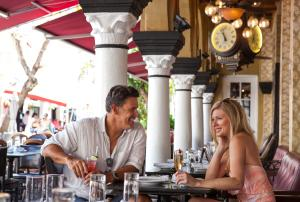 A restaurant or other place to eat at El Paseo Hotel