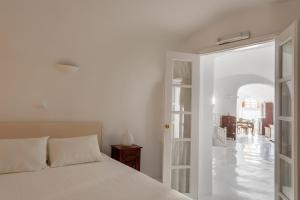 A bed or beds in a room at White House Villa