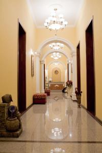 Лобби или стойка регистрации в Варваци Бутик Отель