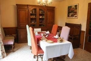 A restaurant or other place to eat at La Maison du Verger