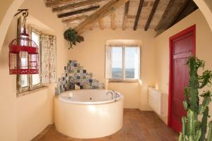 Spa and/or other wellness facilities at B&B La Pecora Nera
